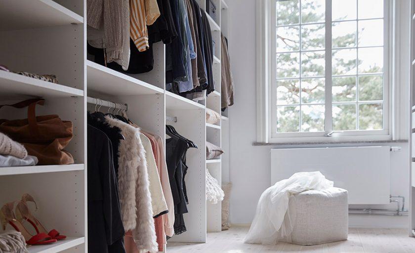 Bli inspirert av åpen innredning til ditt walk-in closet